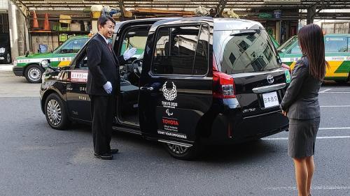 ジャパンタクシーでのドアサービス